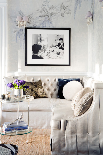 21 Easy Unexpected Living Room Decorating Ideas: Unexpected Colour Pop – Indigo!